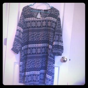 Quarter sleeve blue and white dress